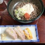 大吉 - 冷やし山かけ蕎麦 ¥720 と 海老にぎり¥390