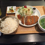 68913281 - 牛タンメンチカツ定食、880円