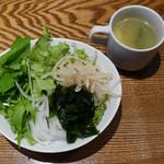 オストレア - サラダバー、スープ
