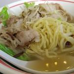 68915406 - 麺は中太、バラ肉が結構入ってます