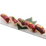 燻製塩と燻製醤油で食べる肉寿司