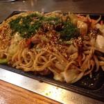 たるや鉄板焼 - 焼きそば(太麺)