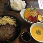 カメレオン キッチン - ランチ✳︎国産牛100%ハンバーグステーキ
