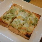 アボカド - アボカドトースト たっぷりのツナとチーズ