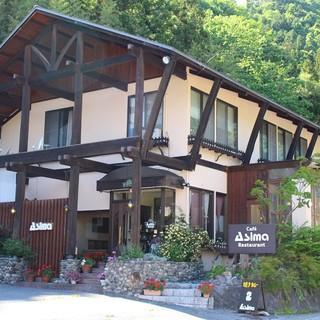 北欧風の木造りのレストラン