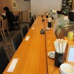 菊すし - 店内、カウンター