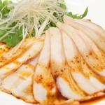 スポーティフ カフェアンドレストラン - 薄切り豚バラ肉のニンニクソースがけ