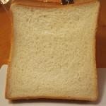 68928875 - 長時間発酵パン