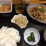 成 - 日替わり定食600円(野菜炒め定食)