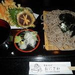 手打そば おにざわ - 野菜天ざる1000円新鮮な野菜です。