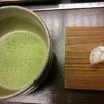 68930724 - お抹茶と野菜菓子。