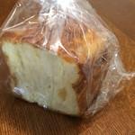 サンドッグイン神戸屋 - 青森りんごのパン1/2