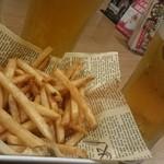 68932193 - ビールとポテト