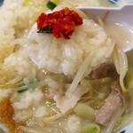 井手ちゃんぽん - 辛味噌に見える赤いゆず胡椒