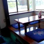 龍園 - こちらもテーブル席