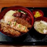 鎌倉 鶏味座 - 炭火焼き鶏そぼろ丼(レバー入り1300円)