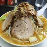 萬馬軒 - 野菜味噌チャーシュウ麺1050円