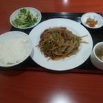 68935423 - 牛肉とじゃが芋細切りの黒胡椒炒め定食