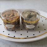 アドリア洋菓子店 - 左:クルミとオリーブ