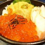 函館 うにむらかみ - 三色丼ハーフ(\1,800-)