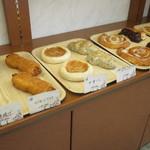 ブーランジェリー・セブール - 何気にいろんなパンがあります
