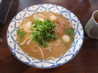 路地裏のタイ料理とお酒 バナナ食堂 - トムヤムラーメン