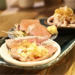 焼とんyaたゆたゆ - ボイル豚刺 3種 780円