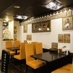 インドカレーの店 アールティー - インドのカフェ風内装です。