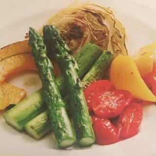 旬のお野菜やおいしいお肉を鉄板焼きで