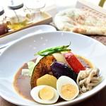 札幌スープカレー専門店 カンクン - まるごとトマトのとろーりチーズのスープカレー(ゆで卵トッピング)
