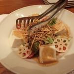 いしがまや ハンバーグ - 京とうふの金胡麻サラダ 640円+税