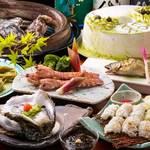 ひろしま 備後 - 読者限定!ハモ・岩ガキ等の旬の魚介を使用した宴会料理+2時間飲み放題付き4,500円コースの一例。