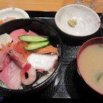 やるき茶屋 - 海鮮丼全体図