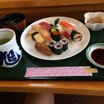 旭寿司 - 稲荷寿司が美味しかった。 濃いめの味付けは豊橋の人には堪りません(^^)