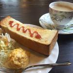 喫褐苑 - 料理写真:ブレンドコーヒー400円とジャムトーストのモーニング