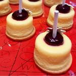ヴェンタリオ - カシスチーズケーキ@写真が裏からになっちゃった!濃厚チーズに甘いカシス サブレ分離がち