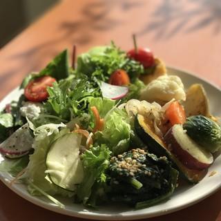 太陽の光をいっぱい受けた有機野菜を食べられる体に嬉しいお店♪