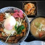 68952289 - クリーミーぶた丼(肉2枚増し、ご飯少なめ) 1160円