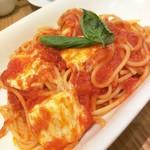 アフタヌーンティー・ティールーム - モッツァレラチーズのトマトソースパスタ