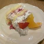 アフタヌーンティー・ティールーム - 苺とオレンジのズコットショートケーキ