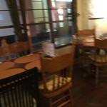 創新柳麺 健美堂 - カウンターの後ろはテーブルイス