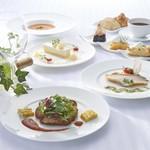 cafe & restaurant ウエストリバー - ランチは日替わりランチ1,000円~ランチコース2,000円迄ご用意しております。