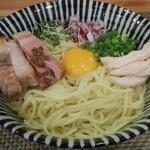麺処 一龍庵 - ポルチーニオイルのまぜそば(大盛り、玉子サービス)