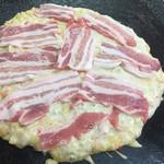 68963341 - 豚玉大 豚バラ肉がたっぷり