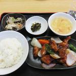 68964525 - 酢豚定食900円。