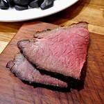 厳選塊肉食べ放題 肉バル横丁 - イチボの低温塊グリル