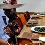 厳選塊肉食べ放題 肉バル横丁 - ランプ肉のシュラスコスタイル