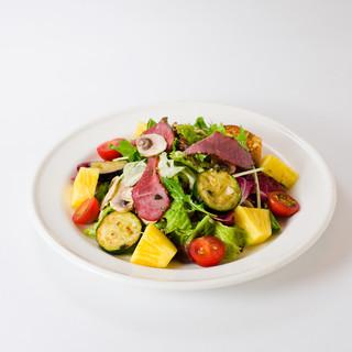 パイナップルと夏野菜のサラダフレンチトースト