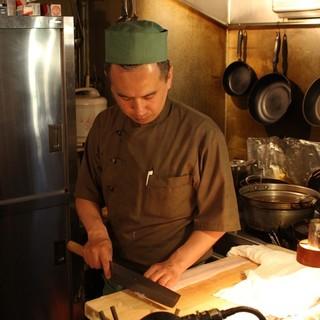 大阪で10年修行し和食一筋26年の料理長