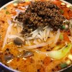 68967446 - 坦々麺ランチ(880円)の麺。見た目ほど辛くなく、胡麻が香る美味しいスープです。                       底のスープは来ます(● ˃̶͈̀ロ˂̶͈́)੭ꠥ⁾⁾
